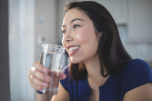 3 ways drinking water can help your teeth
